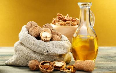Uleiul de nuci, esential pentru piele si par